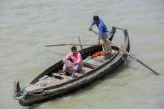 Um barco de mar do transporte lá chamou o 'Sampan' em áreas de Sadarghat do rio de Karnafuli, Chittagong, Bangladesh Fotos de Stock Royalty Free