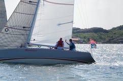 Um barco de navigação em uma competição em sweden Fotos de Stock Royalty Free