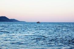 Um barco de prazer pequeno Imagens de Stock Royalty Free
