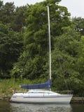 Um barco de vela Foto de Stock Royalty Free