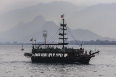 Um barco do cruzeiro em Antalya em Turquia Fotos de Stock