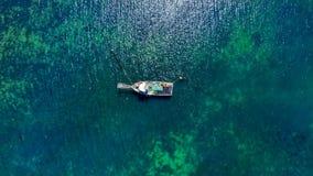 Um barco e um deserto em Colômbia fotos de stock