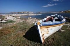 Um barco grego Imagens de Stock