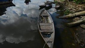 Um barco no rio Mekong vídeos de arquivo