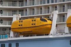 Um barco salva-vidas Fotos de Stock