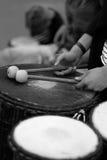 Um baterista com hashis Fotografia de Stock Royalty Free