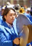 Um baterista extasiado executa durante o festival do la Candelaria do de do Virgin no puno, Peru Povos, musicais fotos de stock