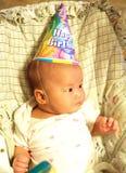 Um bebê pequeno na festa de anos Foto de Stock