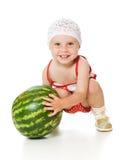 Um beb? ador?vel joga feliz a melancia Foto de Stock