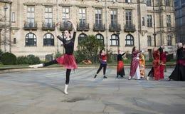Um bilhão danças instantâneas de aumentação da multidão em Sheffield Fotografia de Stock Royalty Free