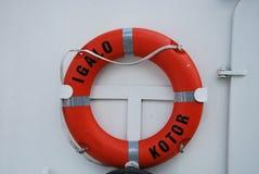 Um boia salva-vidas em um navio em Montenegro Imagens de Stock Royalty Free