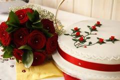 Um bolo de casamento bonito Fotos de Stock Royalty Free