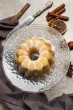 Um bolo do bundt da baunilha e do lim?o fotografia de stock royalty free