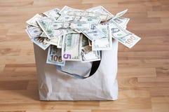 Um bolso completamente do dinheiro Fotografia de Stock Royalty Free
