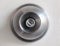 Um botão de porta com uma porta fotografia de stock royalty free