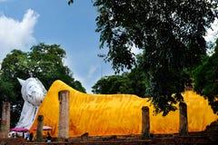 Um buddha de reclinação Imagem de Stock Royalty Free