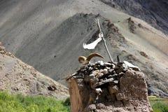 Um budista/Bön Stupa em Ladakh Fotos de Stock Royalty Free