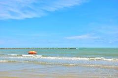 Um céu e um mar da vista bonita foto de stock