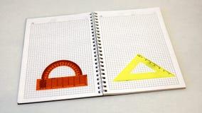 Um caderno e um prolongador em um fundo claro Foto de Stock