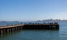 Um cais em San Francisco Bay foto de stock