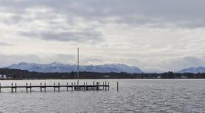 Um cais no lago Foto de Stock Royalty Free