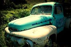 Um caminhão abandonado Fotografia de Stock