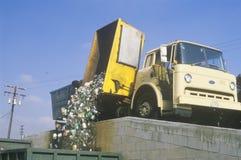 Um caminhão de recicl Imagem de Stock