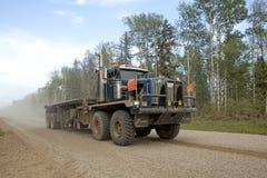 Um caminhão grande, Alberta, Canadá fotografia de stock royalty free