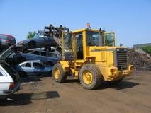 Um caminhão que levanta uma destruição do carro Fotos de Stock