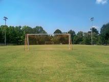 Um campo de futebol da cidade pequena Imagens de Stock Royalty Free