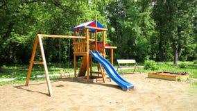 Um campo de jogos do ` s das crianças, um slider encontrado Fotografia de Stock
