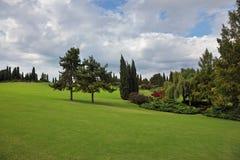 Um campo verde em um parque Sigurta Imagem de Stock