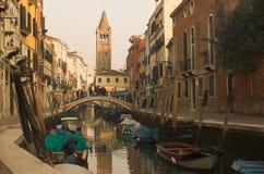 Um canal charming em Veneza Imagens de Stock
