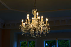 Um candelabro na sala de visitas Imagem de Stock Royalty Free