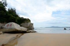 Um canto da praia de QianBuSha da montanha de Putuo imagens de stock royalty free