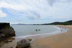 Um canto da praia de QianBuSha da montanha de Putuo imagem de stock