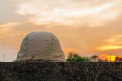 Um capacete militar Fotografia de Stock