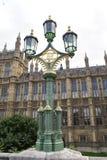 Um cargo ornamentado da lâmpada na ponte de Westminster, Londres, Inglaterra Fotografia de Stock Royalty Free