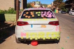 Um carro é coberto em notas de post-it Imagens de Stock Royalty Free
