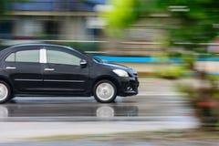 Um carro com borrão de movimento Foto de Stock