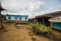 Um carro da casa e de boi da vila na vila indiana Imagem de Stock