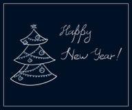 Um cartão com uma garatuja da árvore de abeto e um ` escrito à mão do ano novo feliz do ` das palavras Foto de Stock Royalty Free