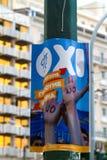 Um cartaz para NÃO o voto no referendo em Atenas, Grécia Imagens de Stock