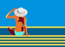Um cartaz retro do vetor com uma menina em um chapéu grande que senta-se na associação ou na praia Uma mulher da vista traseira d ilustração stock