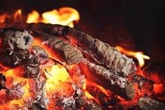 Um carvão vegetal de incandescência na fornalha Fotografia de Stock