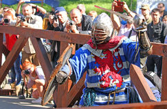 Um cavaleiro medieval na batalha Fotografia de Stock Royalty Free