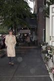 Um cavalheiro que anda na Quinta Avenida Foto de Stock