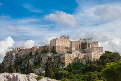 Um cenário nebuloso pitoresco na acrópole de Atenas, Grécia Fotografia de Stock Royalty Free