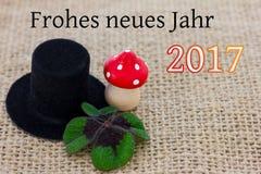 Um chapéu do cilindro, um cogumelo da mosca e trevo afortunado Foto de Stock