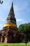 Um chedi de pedra marrom em Ayutthaya Imagens de Stock Royalty Free